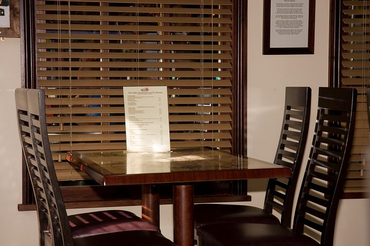 How To Pick The Right Café Blinds For Your Shop
