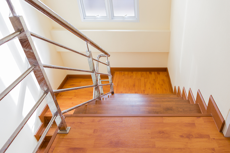 Staircase with stainless steel wire balustrade